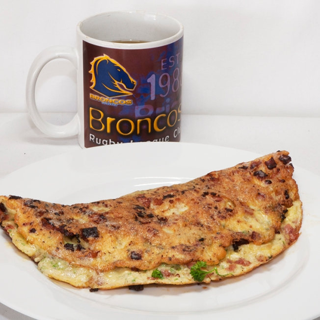 After a big walk, there's nothing like an omelet with feta, Coon cheese, bacon and parsley. Of course coffee is also necessary.