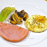 Wednesday 2014-01-22 06.22.38-1 AEDT Ham steak with fried egg, avocado and mushroom