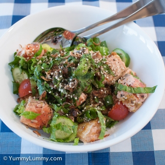 Monday2014-02-17 18.15.14AEDT Tonight's low carb dinner included 300g of salmon, 10g spring onion, 26g asparagus, 36g cucumber, 40g tomato, 25g cos lettuce and 10g fried shallots.