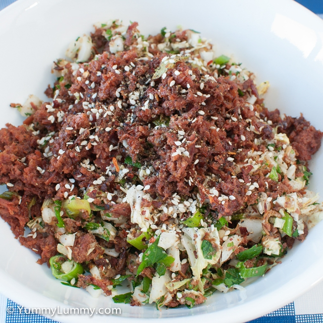 Tuesday 2014-02-25 17.46.35 AEDT My dinner tonight was 225 g corned beef, 93 g wombok, 18 g spring onion, 14 g parsley, 10 g fried shallots, 30 g ground pecans, 5 g chilli flakes, 5 g pepper corns, and 5 g curry powder. I fried the corned beef and stirred through the salad. It was really crunchy and tasty.