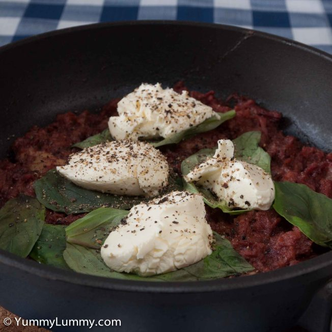 Hashed corned beef with fresh basil and cream cheese