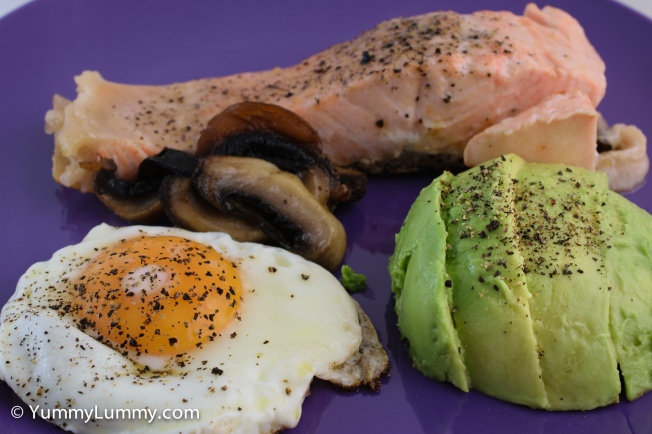 Good morning Tuesday with salmon, egg, avocado and mushroom.