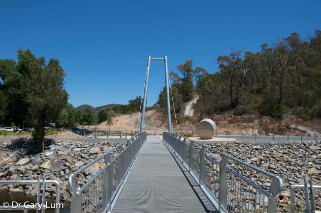 Monday 2014-01-27 13.33.52-40 AEDT Across a bridge at the Cotter Dam